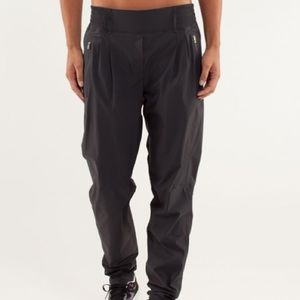 Lululemon Run With Rover Pant in Deep Coal
